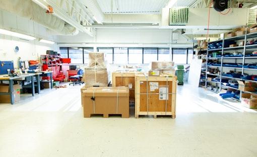 Harde pakker fra Omron klar til utpakking