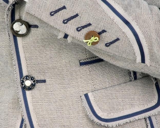 Knappehull uten kutt til pynt i jakker