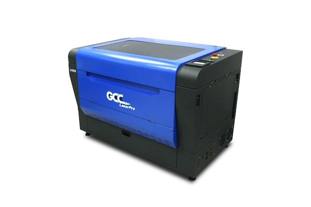 GCC S400 lasermaskin sett fra skrå