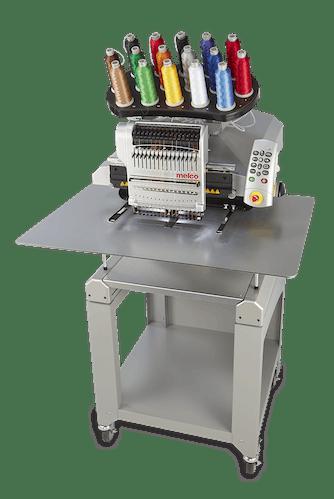 Melco EMT16 X broderingsmaskin med montert stor bordplate