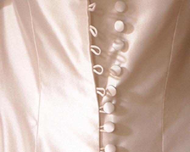 Astor bombe stoffpute hvit bilde av kjolerygg
