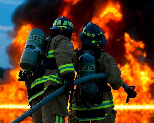 Flammehemmet tråd på flere nivåer